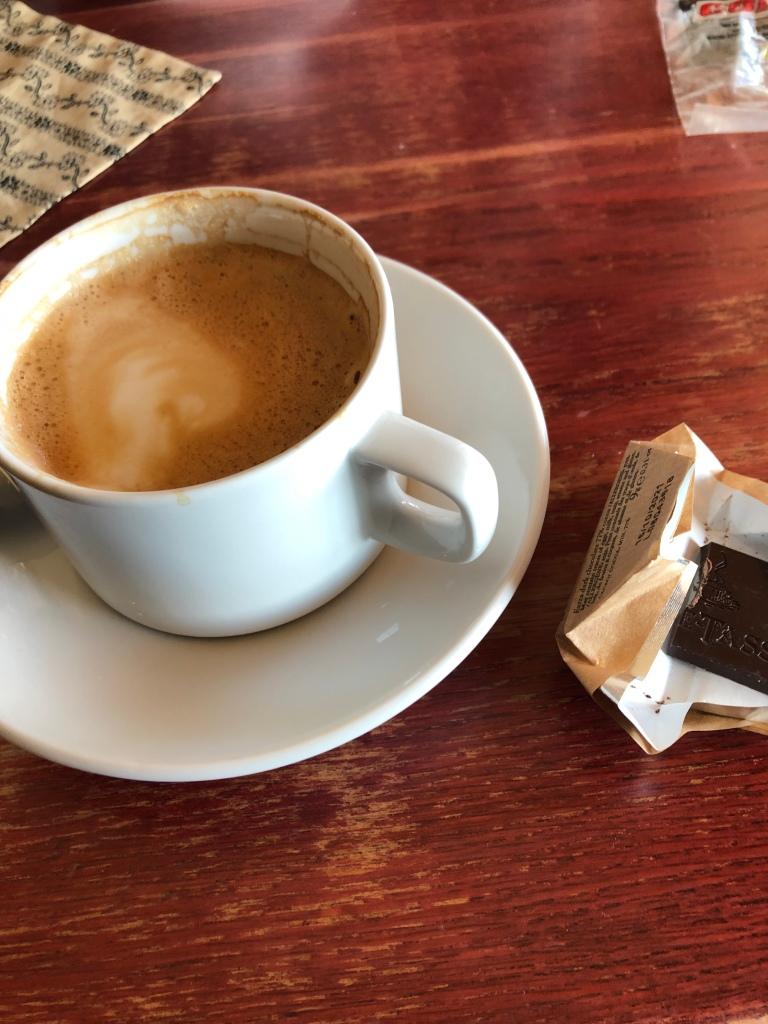 Kaffe är väl något av det som jag gillar mest. Jag vill väldigt gärna hoppa över koffeinet men det är svårt. Hemma brygger jag koffeinfritt men ute beställer jag en cappuccino...